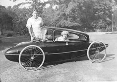 Talk about cool vintage style... this is an old custom built cycle-car. Luv the style.