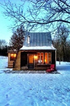 35 Popular Rustic Tiny House Design Ideas - Many of us have thought about downsizing our homes at one time or another. But, maybe not to the extreme that a tiny house can take it. Sure a tiny ho. Home Design, Tiny House Design, Design Ideas, Little Cabin, Little Houses, Small Houses, Mini Houses, Small Log Homes, Tiny Homes