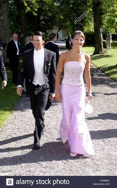 epa01674372 (FILE) A file picture dated 09 August 2003 shows Sweden's Crown Princess Victoria and her boyfriend Daniel Westling arriving to a friends' wedding in Gammelkil outside the Swedish town Linkoping. The couple who announced their engagement on 24 Stock Photo