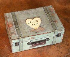 Vintage Wedding Cards, Card Box Wedding, Rustic Shabby Chic, Shabby Vintage, Suitcase Card Box, Wood Card Box, Card Boxes, Inexpensive Wedding Centerpieces, Wedding Decorations