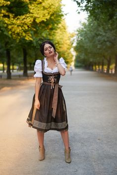 Fashion+Blog+Fashionblogger+München+Deutschland+Munich+Oktoberfest+Wiesn+Dirndl+Outfit+Blogger+alpen+classics+Bayern+Oktoberfest+2015+Dirndl+Bluse+Dirndl+Schuhe+Wiesn+Frisuren+Magdalena+Fuess+thesecondface+fashion+travel+lifestyle+blog  |  [S♥]