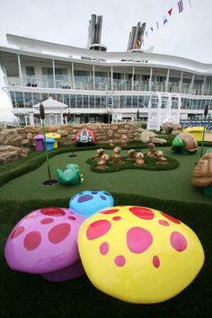 Allure Of The Seas - Allure Dunes, the mini golf course onboard.