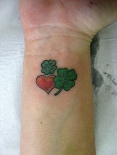 Small Heart Tattoo: Large Collection of Adorable Tattoos - Design Press Large Tattoos, Hot Tattoos, Wrist Tattoos, Girl Tattoos, Sleeve Tattoos, Tatoos, Shamrock Tattoos, Clover Tattoos, Chicano