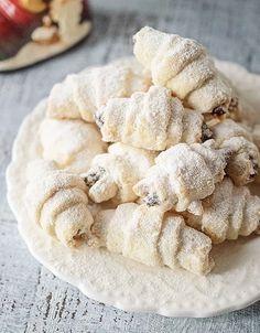 Cornulete fragede cu gem si nuca - Dulciuri fel de fel Apple Pie, Stuffed Mushrooms, Cookies, Vegetables, Desserts, Food, Pizza, Tattoo, Stuff Mushrooms