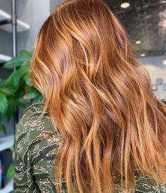 copper balayage red hair color - Mane Interest - The New and Now For Hair & Beauty Copper Hair With Highlights, Copper Red Hair, Natural Red Hair, Blonde Highlights, Red Balayage Hair, Copper Balayage, Hair Color Shades, Red Hair Color, Color Red