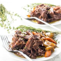 The BEST slow cooker pot roast! Includes how to choose the cut of meat for pot roast, prep tips, freezing pot roast, & an easy pot roast slow cooker recipe. Low Carb Slow Cooker, Slow Cooker Turkey, Slow Cooker Roast, Cooking Turkey, Healthy Pot Roast, Easy Pot Roast, Roast Beef Recipes, Healthy Crockpot Recipes, Keto Recipes