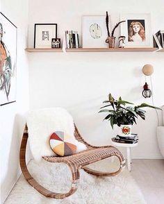 Uma cadeira de balanço com algumas almofadas é perfeito para relaxar depois do trabalho #decoration #instadecor #instahome #casa #home #interiordesign #homedesign #homedecor #homesweethome #inspiration #inspiração #inspiring #decorating #decorar #decoracaodeinteriores #Mobly #MoblyBr