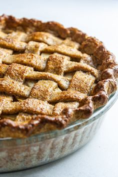 Made with a wholemeal crust and a sugar-free apple filling, this vegan apple pie recipe is a healthier twist on the classic American dessert. vegan apple pie,healthy apple pie,dairy free apple pie,sugar-free apple pie,easy american apple pie recipe #vegan #govegan #dairyfree #recipe #cooking #food Homemade Apple Pies, Apple Pie Recipes, Apple Desserts, Vegan Desserts, Dessert Recipes, Tasty Vegetarian Recipes, Pescatarian Recipes, Sugar Free Apple Pie, Lattice Pie Crust