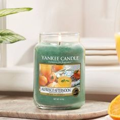 Alfresco Afternoon Große Kerzen im Glas - Yankee Candle Brussels Belgium, Traditional Design, Candle Jars, Wild Flowers, Fragrance, Pure Products, Yankee Candles, Instagram Posts, Picnic