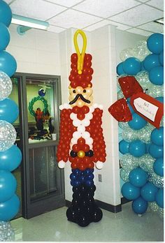 make a ballon statue for side of booth