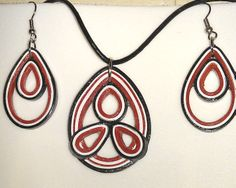 red-white-black quilled set, with pendant and earrings. varnished.