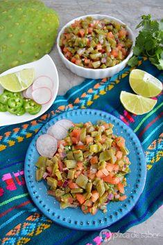 Cómo hacer ensalada de nopales (fácil y paso a paso) www.pizcadesabor.com