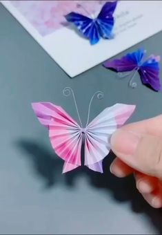 Paper Flowers Craft, Newspaper Crafts, Paper Crafts Origami, Paper Crafts For Kids, Flower Crafts, Diy Paper, Paper Art, Origami Flowers, 3d Paper Projects