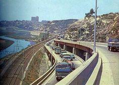 Seoul:  Riverside toll road (beside Han River), 1976년 강변북로.  구 용비교의 모습.