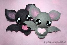 Cute bat plushies by o-YuRiko-o on DeviantArt Halloween Quilts, Halloween Doll, Halloween Crafts, Cute Crafts, Felt Crafts, Diy And Crafts, Adornos Halloween, Cute Bat, Felt Patterns