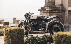 """The """"Falcon"""" has landed – newest creation, a BMW R nineT in a classic interpretation. Love the new bodywork fellas, cheers! Moto Cafe, Cafe Racer Motorcycle, Motorcycle Design, Motorcycle Helmets, Predator Helmet, Bobber Custom, Bmw Motorcycles, Cafe Racers, Bike"""