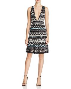 795.00$  Watch now - http://viixa.justgood.pw/vig/item.php?t=aut81y39965 - M Missoni Metallic Zigzag V-Neck Dress 795.00$