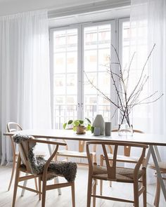 7 Easy tips to prepare your home for fall - Daily Dream Decor Decoration Inspiration, Dining Room Inspiration, Interior Inspiration, Piece A Vivre, Dream Decor, Plywood Furniture, Dining Room Design, Cheap Home Decor, Home Interior Design