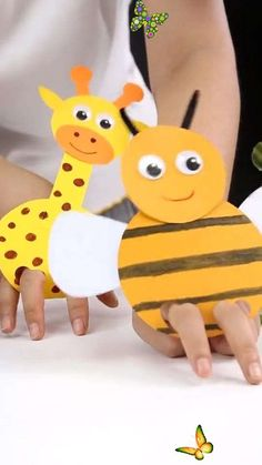 How to Make Honey Bee Paper Craft-Easy DIY Craft for Kids-Paper Plate Giraff Sooo Cute! Simple DIY tutorial of honey bee/giraffe paper crafts. So easy! Let's get started. Have fun!<br> Bee Crafts For Kids, Animal Crafts For Kids, Easy Diy Crafts, Craft Activities For Kids, Toddler Crafts, Preschool Crafts, Fun Crafts, Fun Diy, Funny Crafts For Kids