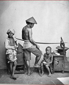 Potret Toekang Bandrek di Batavia, ca. Rare Photos, Old Photos, Indonesian Art, Dutch East Indies, Cultural Studies, History Online, Asian History, Pictures Of People, Vintage Art