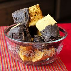 Homemade Honeycomb Sponge Toffee Candy - an easy homemade candy recipe that you can dip in chocolate for a homemade version of a Crunchie Bar. Rock Recipes, Candy Recipes, Holiday Recipes, Crunchie Bar, Chocolate Biscuit Cake, Toffee Candy, Homemade Candies, Fudge, Sweet Treats