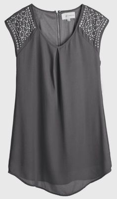 Cute sleeve detail for a night out or the holidays