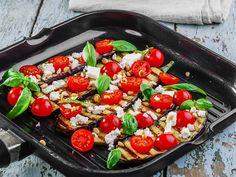 Gegrillte Auberginen mit Feta-Käse und Kirschtomaten