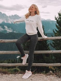 We've scoured the best casual outfits of autumn-appropriate looks a whopping 23 ensembles. Save these some totally cute and comfy fall outfit ideas. Casual Fall Outfits, Chic Outfits, Fashion Outfits, Fashion 2018, Winter Outfits, Fashion Trends, Plaid Fashion, Green Fashion, Winter Fashion