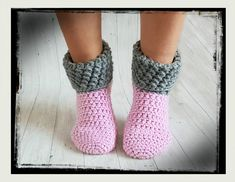 Free crochet pattern house socks Source by rmarzell - . - Free crochet pattern house socks Source by rmarzell – - Crochet Slipper Pattern, Crochet Shoes, Crochet Slippers, Crochet Patterns, Blanket Patterns, Knitting Socks, Free Knitting, Baby Knitting, Crochet Gratis