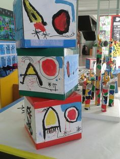 Idea de display con cajas de folios.