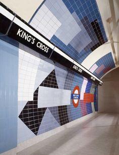 Kings Cross St Pancrass Northern Line Northbound. London Underground, Underground Tube, London Transport, London Travel, Public Transport, Metro Subway, Subway Art, Metropolitan Line, Tube Train