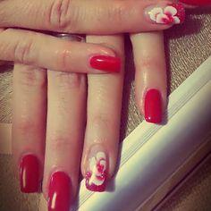 unghie-rosse-decorate-fiori-micropittura-perlemani.jpg (600×600)