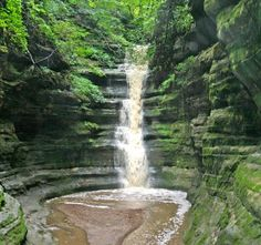 Illinois's Starved Rock State Park (90 miles SW of Chicago) - Best Midwest State Parks | Midwest Living