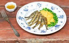 Hellapoliisin muikkuja, peruna-porkkanasosetta ja kirpeä dippikastike Asparagus, Vegetables, Food, Veggie Food, Vegetable Recipes, Meals, Veggies