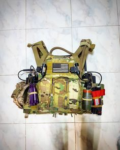 Police Gear, Military Gear, Military Police, Crye Jpc, Plate Carrier Setup, Tactical Helmet, Combat Gear, Body Armor, I Cool