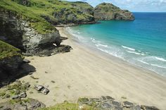 BENOATH COVE, Bossiney Haven, North Cornwall [ENGLAND] #wildbeach. A beautiful cove just around the corner from Bossiney Haven beach. At low tide it is possible to walk between the two beaches. At high tide, Benoath all but disappears. [© unknown] ➳ wilderness beach