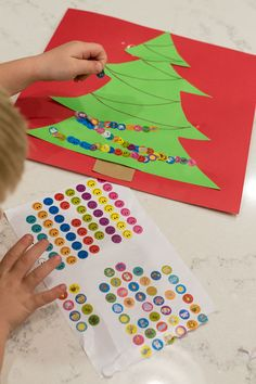 Create an adorable Christmas tree with stickers while working fine motor skills - win, win! (art activities for kids christmas) Kids Crafts, Preschool Christmas Crafts, Christmas Tree Crafts, Daycare Crafts, Winter Crafts For Kids, Christmas Themes, Winter Kids, Christmas For Toddlers, Christmas Activities For Preschoolers