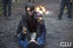 "The 100 -- ""Earth Skills"" -- Image: -- Pictured: Richard Harmon as Murphy (top) and Eli Goree as Wells -- Photo: Cate Cameron/The CW -- © 2014 The CW Network, LLC. All Rights Reserved. candace eisenhauer love you The 100 Season 1, Murphy The 100, Sky People, The 100 Cast, Lone Survivor, I Have A Crush, Bellarke, The Cw, We Meet Again"