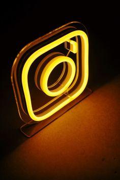 Blur Photo Background, Dslr Background Images, Instagram Background, Photo Backgrounds, Neon Aesthetic, Aesthetic Design, Photoshop Pics, Photoshop Tutorial, Snapchat Logo