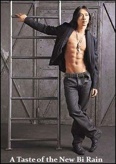 Seems like most people think he looked better without so many muscles. I thought his body was Sexy before. I dunno. Even yummier to. A Taste Of Rain. Sexy Asian Men, Sexy Men, Asian Guys, Hot Men, Korean Men, Korean Actors, Rain Kpop, Bi Rain, Poses