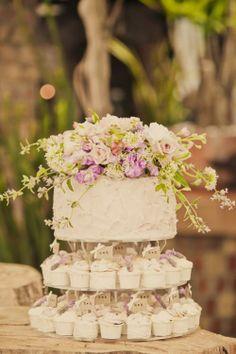 Love this #wedding #cake // via Johanna Johnson on Pinterest