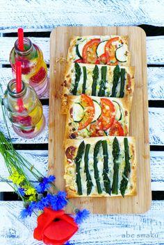 Wegańskie mini tarty z warzywami  http://abcsmaku.blogspot.com/2014/07/weganskie-mini-tarty-w-dwoch-odsonach.html