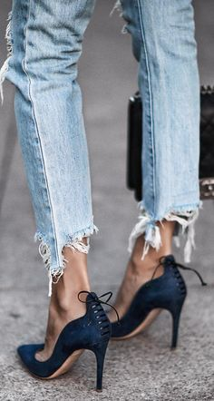 Pumps and denim Beste Jeans, Mode Shoes, Louboutin, Inspiration Mode, Outfit Jeans, Looks Style, Mode Style, Passion For Fashion, Me Too Shoes