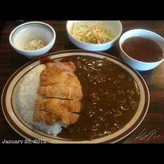 まぁまぁかな。カツカレー中辛 #lunch #philippines