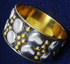 Linda pulseira de metal, super moderna e arrojada. Produto da Ásia. #PetitCloset