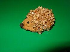 Поделка Ежик из грецких орехов