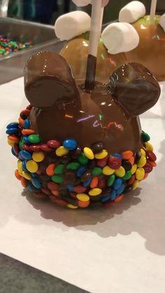 Buffet Halloween, Halloween Candy Apples, Easy Halloween Snacks, Halloween Food For Party, Halloween Desserts, Christmas Desserts, Yummy Treats, Delicious Desserts, Sweet Treats