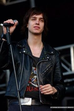 Julian Casablancas (August 23, 1978) American guitarist and singer, o.a. known from the band the Strokes.