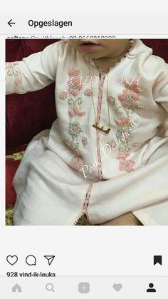 Mode enfant Eid Outfits, Moroccan Caftan, Caftan Dress, Abaya Fashion, Young Fashion, Baby Wearing, Kids Wear, Pink Dress, Tunic Tops