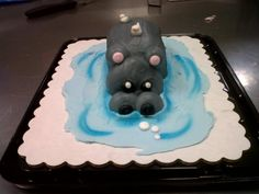 Hippo critter cupcake Giant Cupcake Cakes, Pull Apart Cupcake Cake, Pull Apart Cake, Fancy Cupcakes, Kid Cupcakes, Cupcake Cupcake, Decorated Cupcakes, City Cake, Elephant Cakes